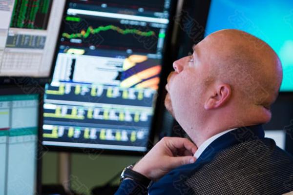 """一位基金经理称:在""""年轻而愚蠢""""的投资者的推动下 美国股市的估值已经成为""""一场噩梦"""""""