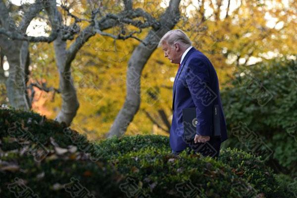 美国国会大厦暴力事件发生后 能让特朗普提前走人吗?