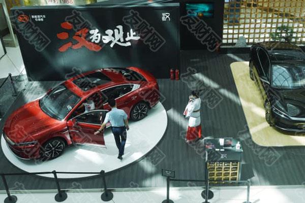 汽车制造商在上海车展炫耀会飞的汽车 但巴菲特支持的比亚迪保持清醒