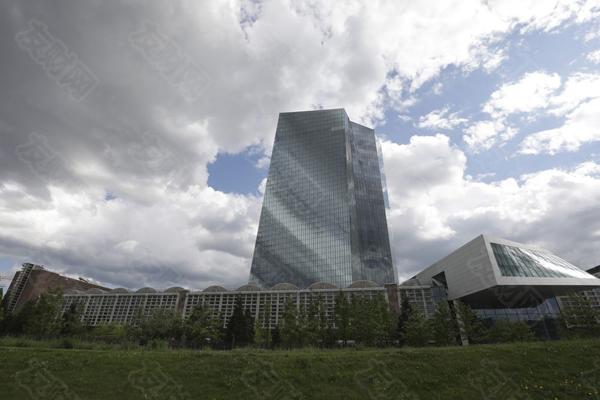 发生了什么让欧洲央行决策者竭力安抚投资者?