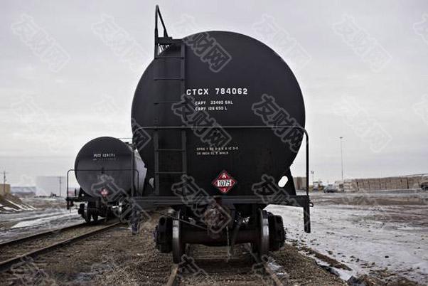 石油轨道车 储存过剩原油d.jpg
