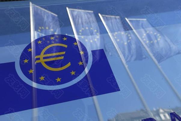 德国法兰克福,欧洲央行总部窗玻璃映出的欧盟旗帜d.jpg