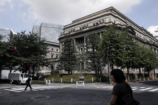 日本央行副行长警告称 不应过早地撤出货币刺激措施