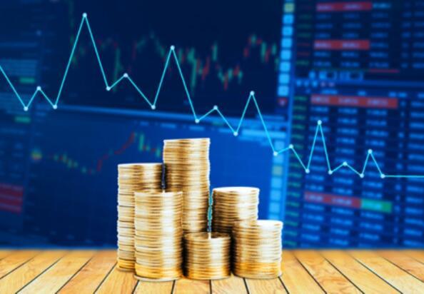 """【友财网外汇资讯】-近期,全球最大资管机构贝莱德(BlackRock)推出了一系列面向中国消费者的共同基金和其它投资产品,贝莱德还成为中国公募基金行业的首家独资外资公司。  然而,这被亿万富翁投资者乔治•索罗斯(George Soros)描述为一种""""失策"""",可能会让客户蒙受损失。  贝莱德发言人回应索罗斯的言论时表示,""""现在的情况完全不同了"""",并称其中国基金管理子公司成立了首只基金,从超过11.1万名投资者手中筹集了66.8亿元人民币(10.3亿美元)。  """"美国和中国有着庞大而复杂的经济关系。2020年,两国之间的货物和服务贸易总额超过6000亿美元。通过我们的投资活动,总部位于美国的资产管理公司和其他金融机构为全球两个最大经济体的经济互联互通做出了贡献。""""他补充说。  面对索罗斯的质疑,桥水基金创始人、亿万富翁投资者达里奥(Ray Dalio)周三也发声力挺贝莱德,中国的机会不容忽视。他说,""""这是世界上不可忽视的一部分,不仅因为它提供了机会,而且如果你不在那里,你就会失去投资的兴奋点。""""  达里奥承诺,将把自己的个人投资和家族办公室的慈善事业方面拓展到中国市场。事实上,长期以来,达里奥一直都看好中国的投资计划。7月,他曾表示中国现在对其科技巨头的监管打击不应该吓到投资者,并补充说美国和中国的股票都应该包括同一投资组合中。  贝莱德的投资研究所8月中旬也建议称,在某些情况下,投资者应将对中国的投资增加至多三倍。今年早些时候,首席执行官拉里·芬克(Larry Fink)在致股东的一封信中称,中国市场是""""帮助实现投资者长期目标的重大机遇""""。  贝莱德管理的绝大多数资产都是退休资产。发言人补充称,贝莱德在世界各地的客户(包括许多美国客户)寻求广泛的投资,包括在中国,以满足退休后需求及其他财务目标。""""  他指出,""""我们相信,全球一体化的金融市场为所有国家的个人、公司和政府提供了更好、更有效的资本获取渠道,支持世界各地的经济增长。""""  贝莱德7月14日公布,其管理的资产在第二季攀升至创纪录的9.49万亿美元,高于上年同期的7.32万亿美元。贝莱德的股价今年迄今已上涨超过30%。  (来源:财联社)"""