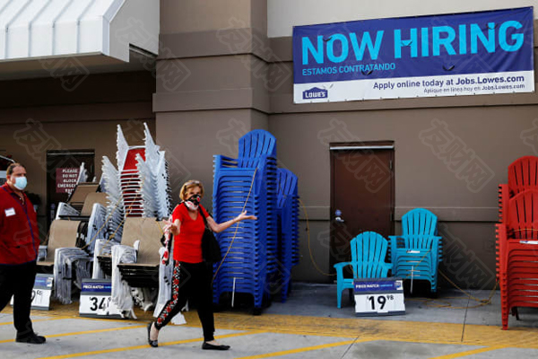 """美国就业一个""""正在招聘""""的招牌广告工作被视为冠状病毒病(COVID-19)继续蔓延d.jpg"""